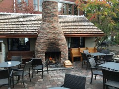 04-mcmenamins-courtyard-bar