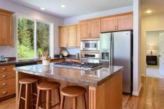 Redmond Ridge home sale eating area & kitchen