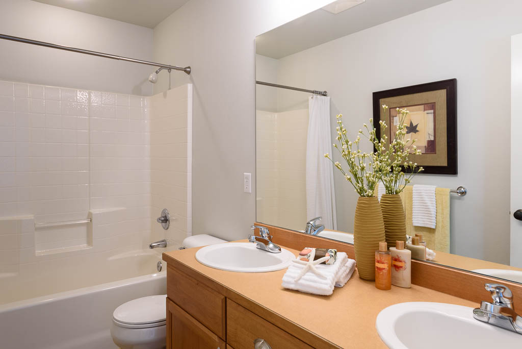 Redmond Ridge home sale upstairs bathroom