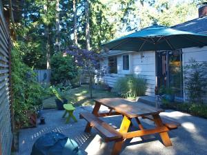 02-backyard-back-of-home-267124