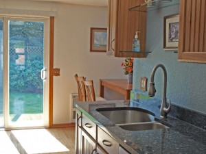 07-bothell-home-kitchen-eating-backyard-4996
