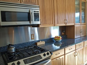 08-bothell-home-kitchen-stove-cabinets-5001
