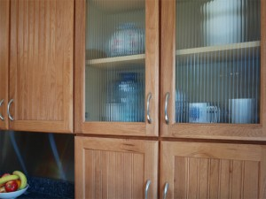 09-bothell-home-kitchen-cabinets-glass-5002