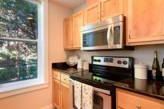 09-downtown-Redmond-condo-interior-kitchen