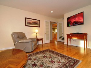 08-kirkland-home-for-sale-family-room-208-ret