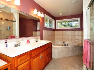 14-kirkland-home-for-sale-master-bath-111