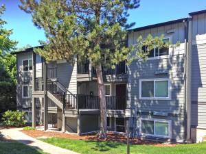 001-kirkland-condo-for-sale-exterior-building-J