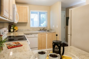 06-kirkland-condo-for-sale-kitchen-entry