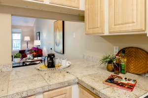 07-kirkland-condo-for-sale-kitchen-living