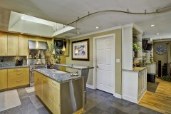 06-kirkland-short-sale-kitchen-living-room