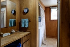 17-snohomish-home-for-sale-utility-bathroom