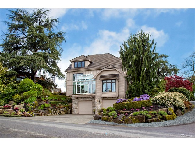 West bellevue luxury home traditional design and contemporary the materials are carefully chosen from slab granite countertops to cherry wood bookcases and from marble floors in bathrooms to epoxy floor in a garage solutioingenieria Images