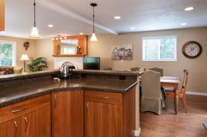 05-woodinville-cottage-lake-home-for-sale-kitchen-eating