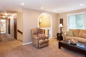 10-woodinville-cottage-lake-home-for-sale-living-hallway
